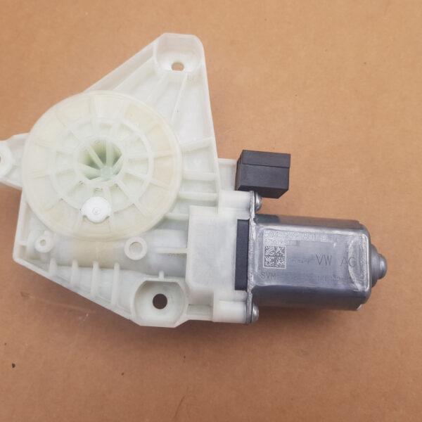 motoras-macara-geam-dreapta-spate-vw-passat-b8-0e59df7073a2853873-0-0-0-0-0